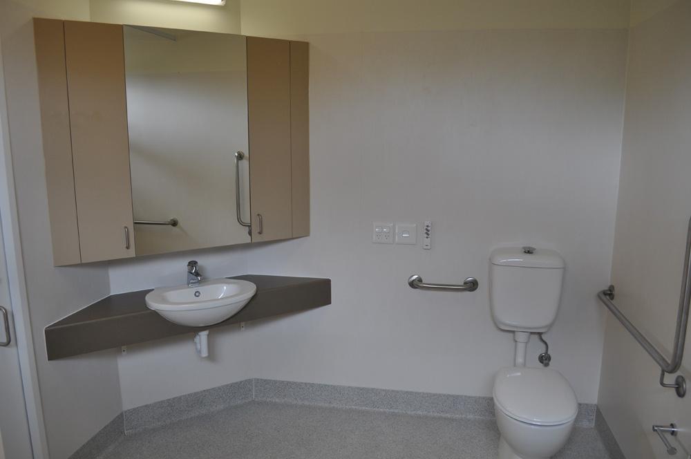 Flinders Lodge - Bathroom new